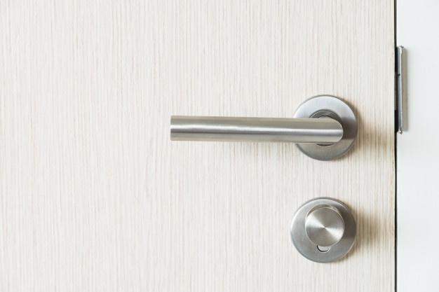 Bela notranja vrata iz kvalitetnega materiala